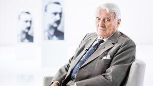 Otavan voimahahmo, 94-vuotias professori Heikki A. Reenpää on elämänsä aikana on työskennellyt lukuisten keskeisten kirjailijoidemme kanssa.