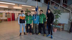 på bilden poserar Lucas Sannholm, Tibias Söderholm, Tommy Söderholm, Fredrik Fröberg och Roope Auvinen