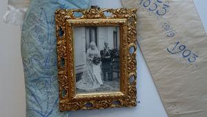 Foto taget på Wilhelmina och Gustaf Robert Ehrnrooths guldbröllopsdag år 1903.