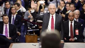 USA:s justitieminister Jeff Sessions vittnade i senatens underrättelseutskott den 13 juni 2017.