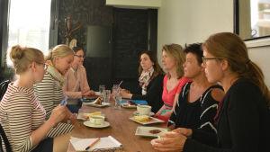 Kvinnoparlamentet har möte.