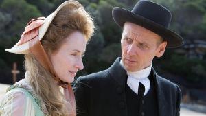 Palkitun käsikirjoittajan Jimmy McGovernin draamasarja kuvaa Australian syntyaikoja.