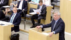 Oppositionsledaren Antti Rinne (SDP) talar i riksdagen den 2 juni 2015.