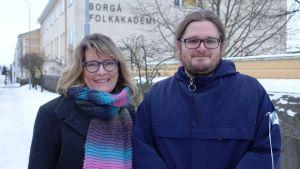 Catharina von Schoultz och Jakob Simola från Akan startade en ny grundutbildning för flyktingar
