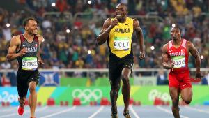 Usain Bolt och Andre De Grasse ler under semifinalen i 200 meter, OS i Rio.