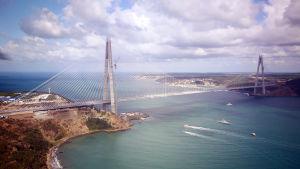 Yavuz Sultan Selim-bron är den tredje bron över Bosporen i Istanbul.