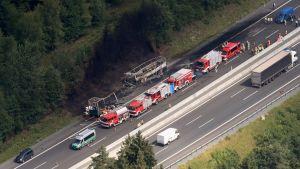 På olycksplatsen finns tydliga spår efter den kraftiga brand som utbröt.