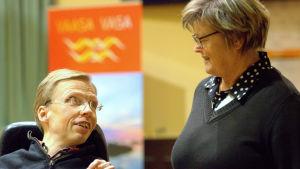 Johan Kullas och Anita Niemi-Iilahti i fullmäktige.