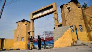 Säkerheten har skärpts vid fängelserna i Pakistan efter att dödsstraffen återinfördes i december 2014.