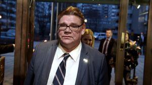 Bild av Timo Soini på valvakan under Kommunalvalet 2017.