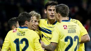 Teemu Pukkis och Lukas Hradeckys Bröndby är på väg mot avancemang i Europa League-kvalet.
