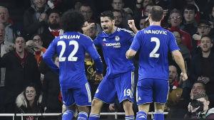 Diego Costa firar mål med Willian och Branislav Ivanovic.