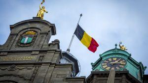 Flagga på halvstång i Rotterdam, till minnet av offren för terrorattackerna i Bryssel