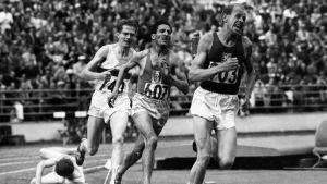 Män som springer under OS i Helsingfors