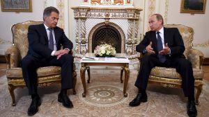 Sauli Niinistö och Vladimir Putin i Moskva.