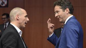 Yanis Varoufakis och Jeroen Dijsselbloem på euroländernas finansministrars möte i Bryssel den 11 maj 2015.