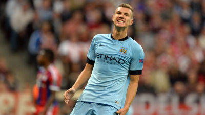 Dzeko kan vinna titeln at city
