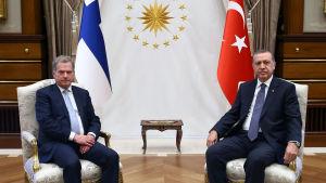 President Sauli Niinistö och Turkiets president Recep Tayyip Erdoğan i Ankara den 12 oktober 2015.