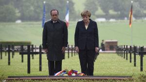 President François Hollande och förbundskansler Angela Merkel i Verdun.