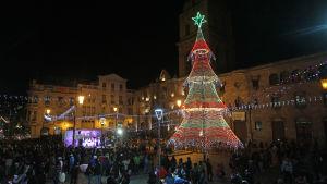 Julgranen i La Paz i Bolivia är gjord av återvunnet material