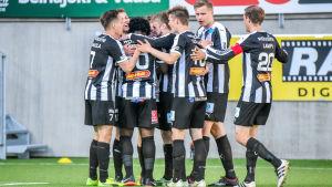 VPS spelare jublar över enda målet i Europa League-kvalmatchen mot Olimpija Ljubljana från Slovenien.