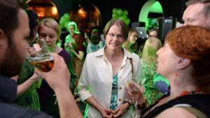 De grönas Heidi Hautala på valvaka.