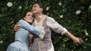 Anne (Hanna Rantala) ja Tom (Steve Davislim)