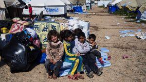 Över hälften av flyktingarna i Baharka i Kurdistan är barn, som behöver särskild omsorg och trygghet. Biståndsorganisationerna gör sig nu redo för en ny väldig flyktingström när offensiven mot Mosul inleds.
