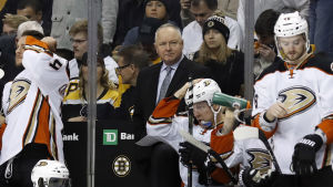 Randy Carlyle lotsar Anaheim Ducks i NHL.