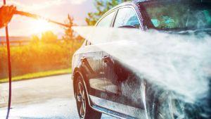 Biltvätt på sommaren.