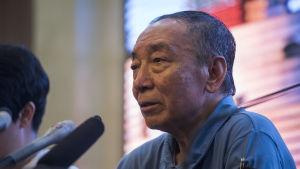 Liu Xiaoguang, Liu Xiaobos äldre bror, på presskonferensen i Shenyang.