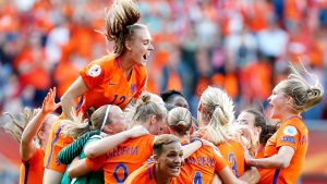 Hollands damer firar EM-guldet