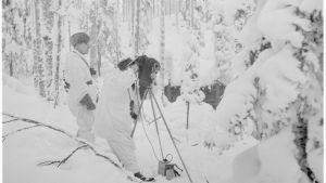 11.01.1940 Elokuvausta komentokorsun luona Lavajärven lohkolla a_470