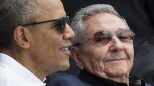USA:s president och Kubas president Raul Castro på baseballmatch i Havanna i mars 2016.