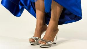 Katja Johansson med inkorrekta skor inför slottsbalen