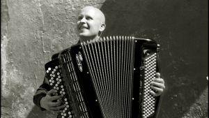 Harmonikkataiteilija Niko Kumpuvaara