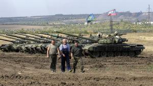 Militär träning nära Torez i Ukraina.