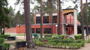 Marie förättningskapell i Karleby. Längst till vänster finns den nybyggda delen.