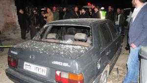 Det bräckliga eldupphöret som inleddes vid årsskiftet ser att ut bryta ihop efter rebellattacker som den självmordattack i slutet av förra veckan i Damaskus som krävde minst sju dödsoffer och många skadade utanför en idrottsklubb