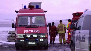 Räddningspådrag på Fjärdskär intill Replotbron.