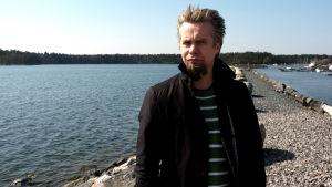 Kompositören Pasi Lyytikäinen är oroad över hur det ska gå med musikvetenskapen vid Helsingfors universitet.