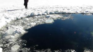 Hål i isen i Tjeljabinskregionen den 15 februari 2013