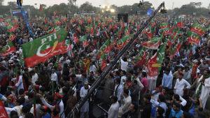 Massprotester mot Nawaz Sharif i fjol höstas ledde till att Högsta domstolen tog upp korruptionsanklagelserna mot premiärministern
