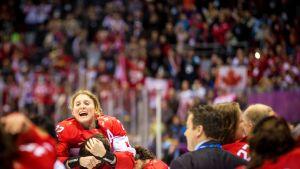 Hayley Wickenheiser firar OS-guldet, Sotji 2014.