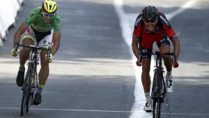 Greg Van Avermaet slåg Peter Sagan i spurtstrid, etapp 13 av Tour de France 2015.