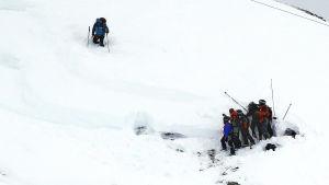 Räddningsmanskap söker efter överlevande efter lavin i Franka alperna