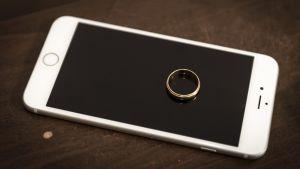 Smarttelefon och vigselring