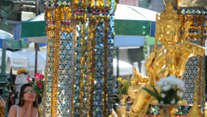 Hinduhelgedomen Erawan i Bangkok öppnade igen efter bombdåd 19.8.2015.