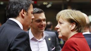 Italiens premiärminister Matteo Renzi, Greklands premiärminister Alexis Tsipras och Tysklands förbundskansler Angela Merkel vid EU-toppmötet i Bryssel den 19 mars.
