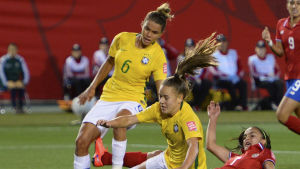 Tamires (L) and Andressa (C) break up the attack of Costa Rica's Melissa Herrera